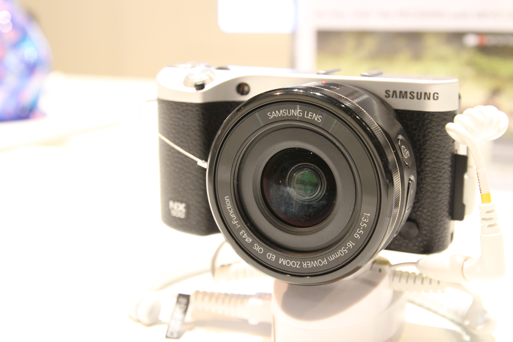 how to take a video in samsung nx 500